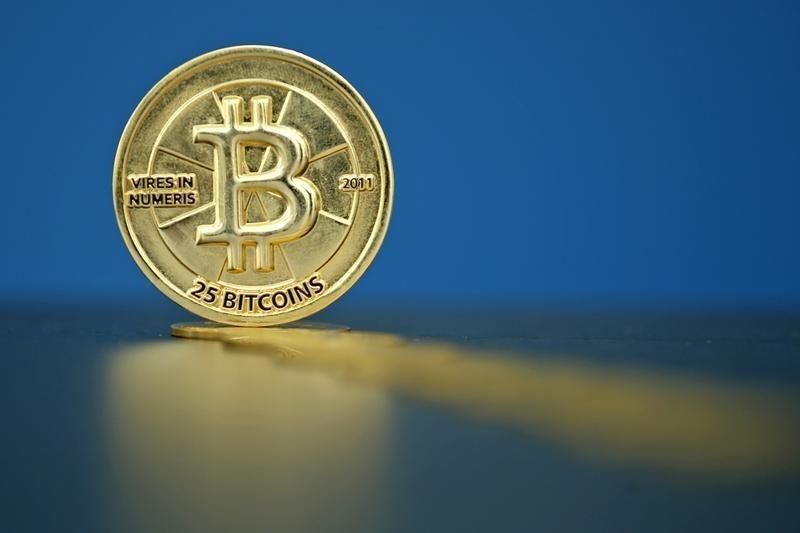 Bitcoin's average transaction fee drops